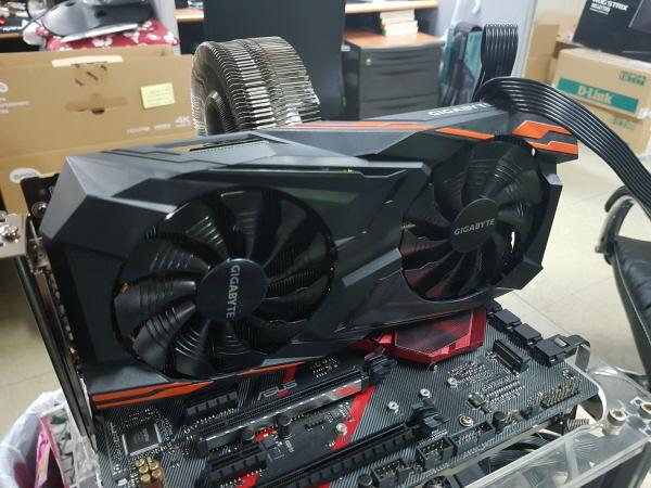 라데온 시리즈의 최강자, 기가바이트 라데온 RX Vega 64 Gaming HBM2 8GB
