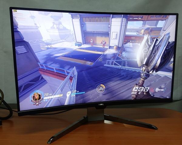 HDR 게임에 최적화된 다재다능 커브드 게이밍 모니터, 벤큐 EX3203R